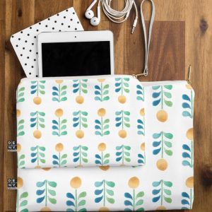 wonder-forest-retro-blooms-flat-pouch-lifestyle_1024x1024-1.jpeg